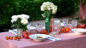 UNE TABLE ITALIENNE PARFAITE SANS QUITTER LA MAISON AVEC DE LA VAISSELLE ORIGINALE